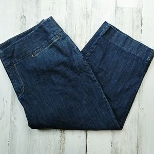"🌿 Madison Capri Jeans Size 18W 23"" Inseam"